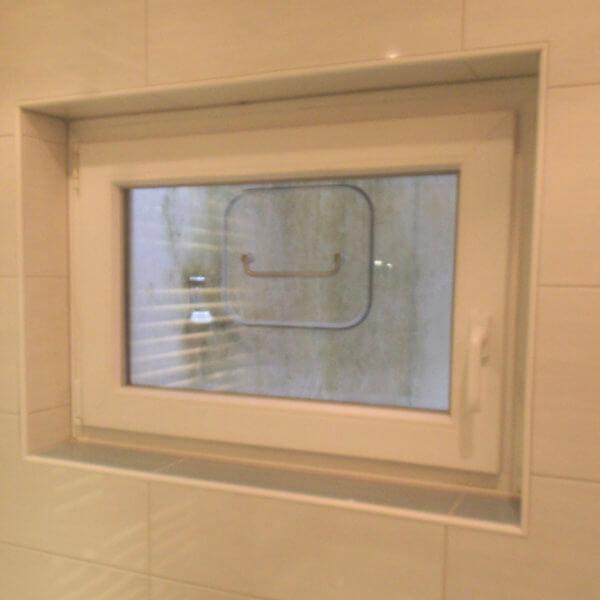 Manuelles Hochwasserfenster im Keller