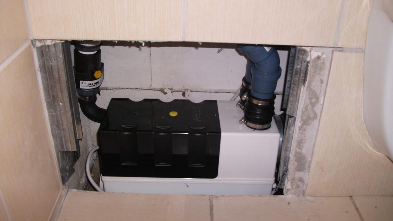 Kleinhebeanlagen in Toiletten