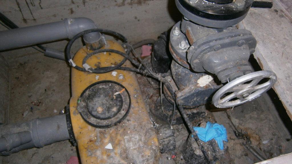 Ungewartete Pump- und Hebeanlage