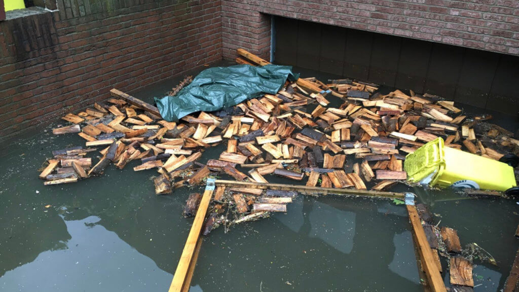 Überschwemmungsschäden, ein vollgelaufener Keller nach einer Überschwemmung