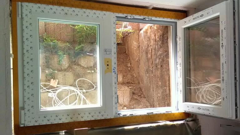 Hochwasserfenster während der Montage