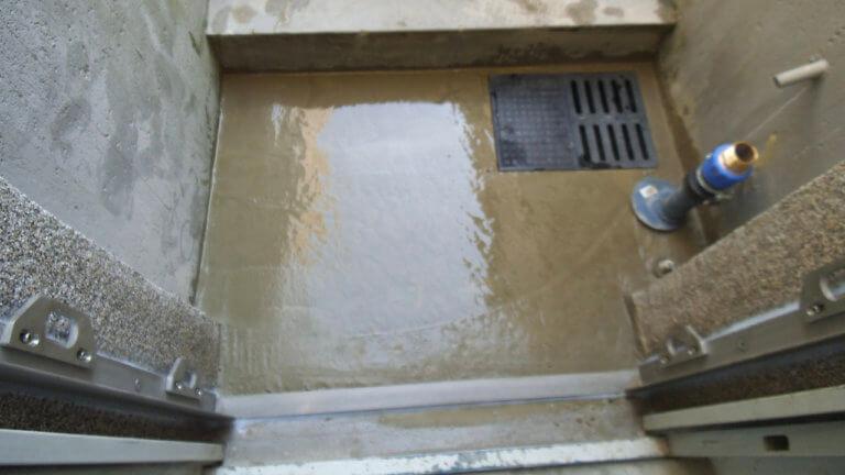 Erfolgreich verhinderte Überschwemmung vor dem Hauseingang