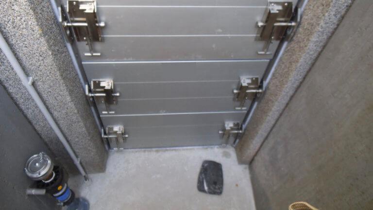 Mehrere Modulbauplatten, die übereinander installiert wurden