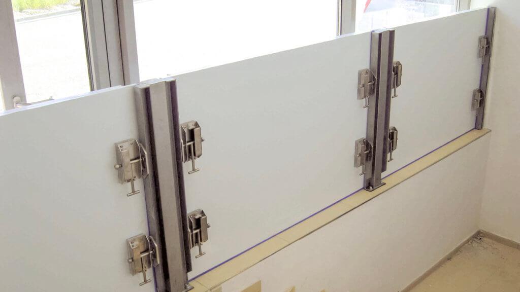Mehrere Wabenplatten sind nebeneinander angeordnet